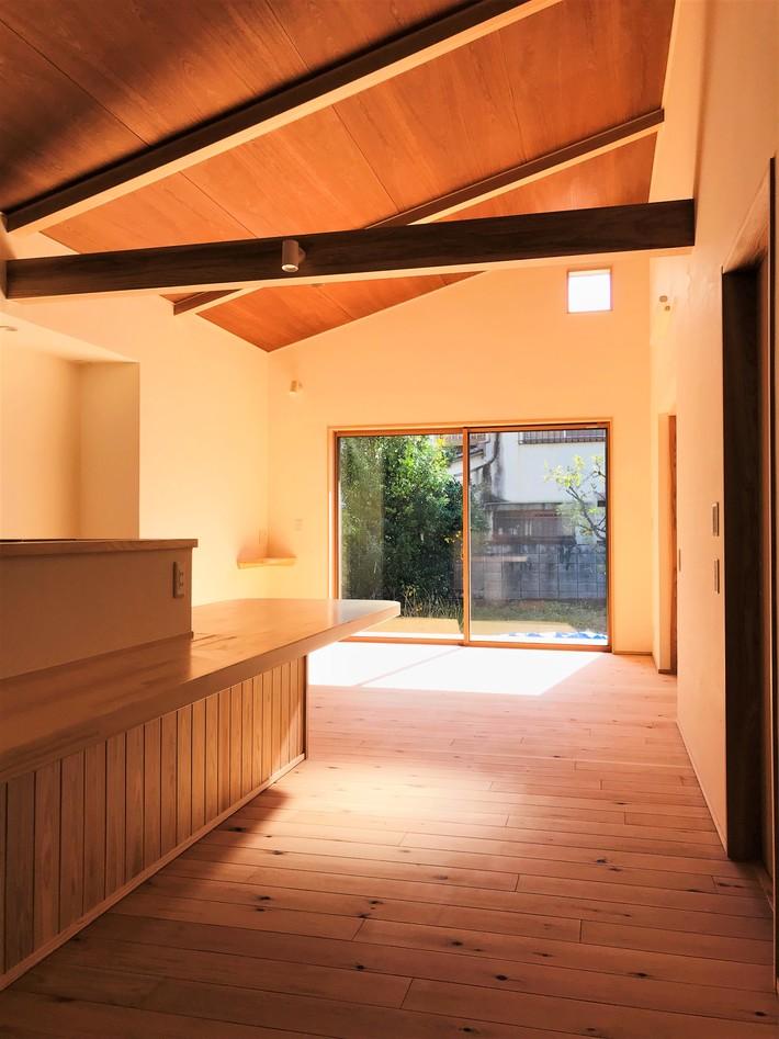湯の町の平屋のサムネイル